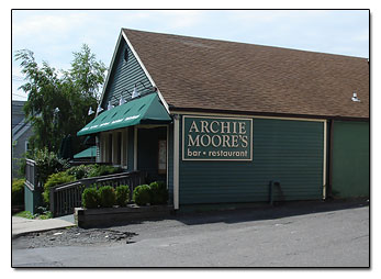 Archie moore 39 s restaurant and pub downtown milford ct for Milfords fish house